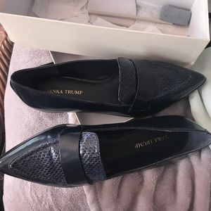 Adorable dark navy pointed toe shoe. Like new 10m